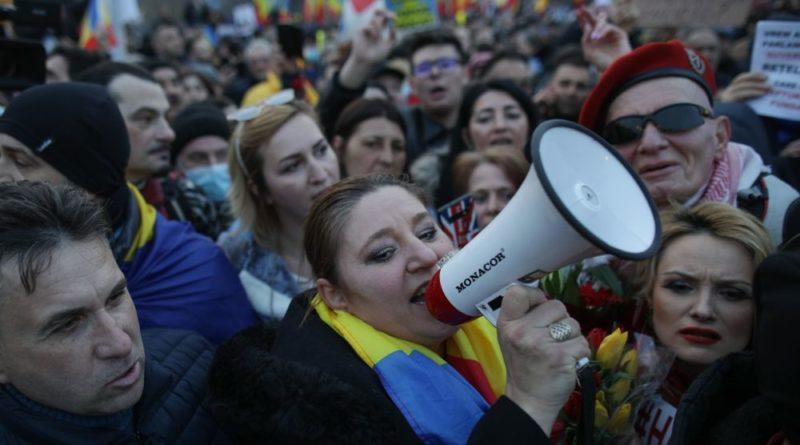 Жители Румынии вышли на массовые акции протестов, связанные с ограничениями из-за пандемии COVID-19 26 17.04.2021