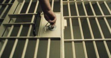 Doi tineri au bătut și jefuit o femeie de 74 ani din Fălești. Acum riscă zece ani de închisoare