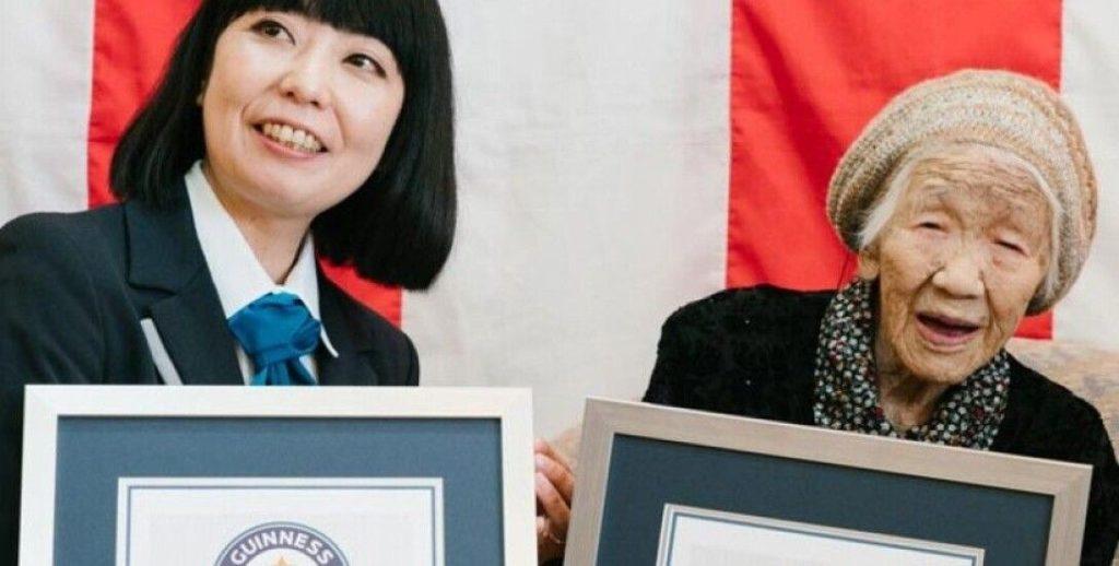 Foto В Японии старейшая жительница планеты повезет олимпийский огонь на инвалидной коляске 2 29.07.2021