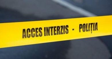 Un bărbat din orașul Ocnița, a fost găsit strangulat în propria gospodărie. Victima a lăsat și un bilețel de adio