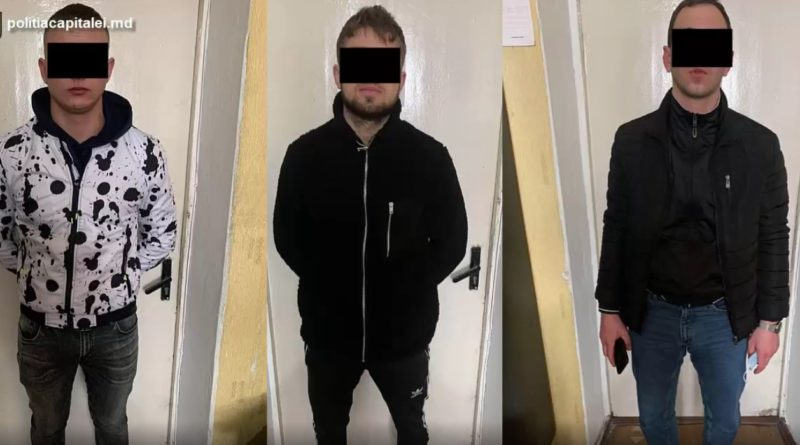 /VIDEO/ Un tânăr din raionul Drochia și alți doi amici de-ai lui riscă până la șapte ani de închisoare, după ce au bătut în plină stradă un bărbat, l-au dezbrăcat de scurtă și i-au luat telefonul
