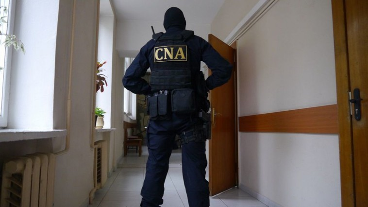 Un zidar, o antreprenoare și o șomeră din Bălți riscă șase ani de închisoare pentru trafic de influență