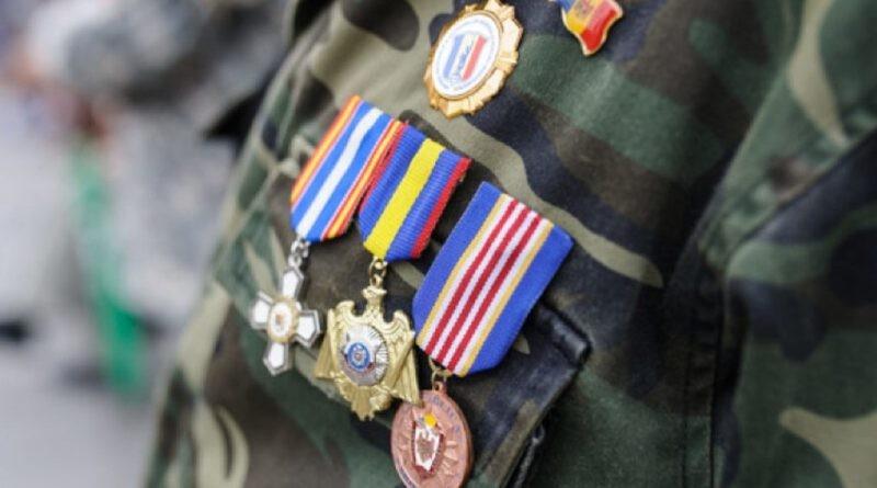 Veteranii stabiliți peste hotare la fel vor beneficia de alocațiile de stat acordate pentru merite deosebite