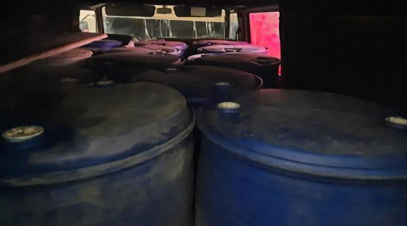 Aproximativ trei tone de alcool etilic de contrabandă a fost depistat în raionul Briceni