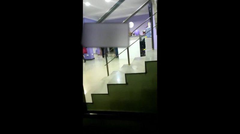 /VIDEO/ Scandal la o clinică pediatrică privată din Bălți între oamenii legii și angajații instituției medicale. Polițiștii ar fi fost anunțați despre o petrecere