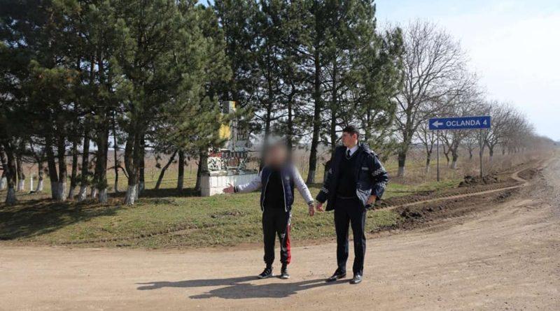 O femeie a fost jefuită în plină noapte de către trei tineri pe un drum din raionul Soroca. Suspecții riscă până la șapte ani de închisoare