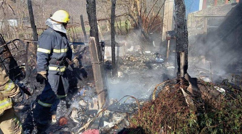 /FOTO/ Pompierii din raionul Soroca au stins un incendiu și au prevenit producerea unei explozii
