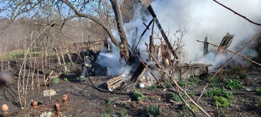 Foto /FOTO/ Pompierii din raionul Soroca au stins un incendiu și au prevenit producerea unei explozii 4 29.07.2021