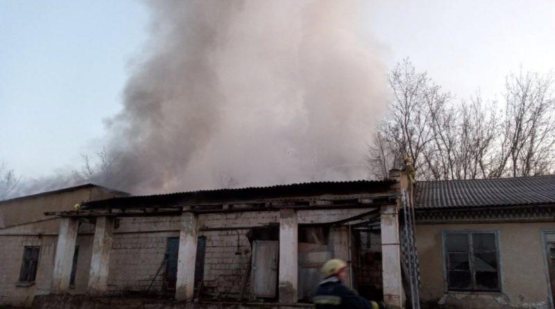 /FOTO/ Incendiu la un depozit de panificație din orașul Sângerei