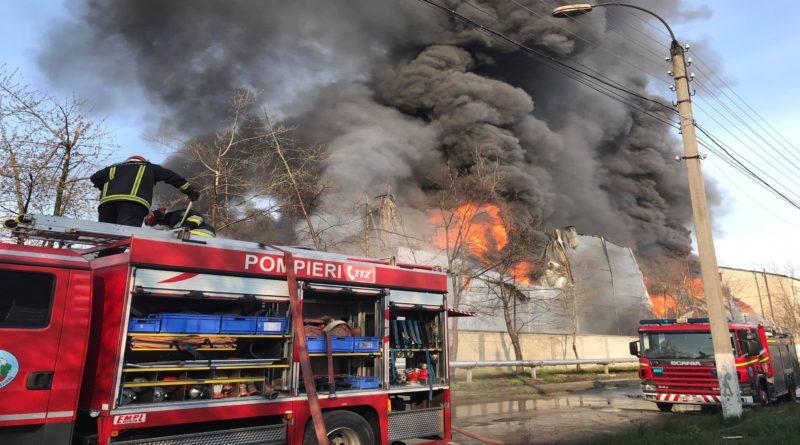 Incendiul de la depozitul de vopsea din Chișinău, lichidat după aproape 24 ore de la izbucnire