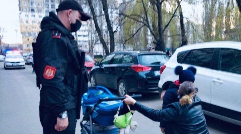 O femeie din Bălți a fost ajutată de carabinieri să-și găsească fiica de cinci ani