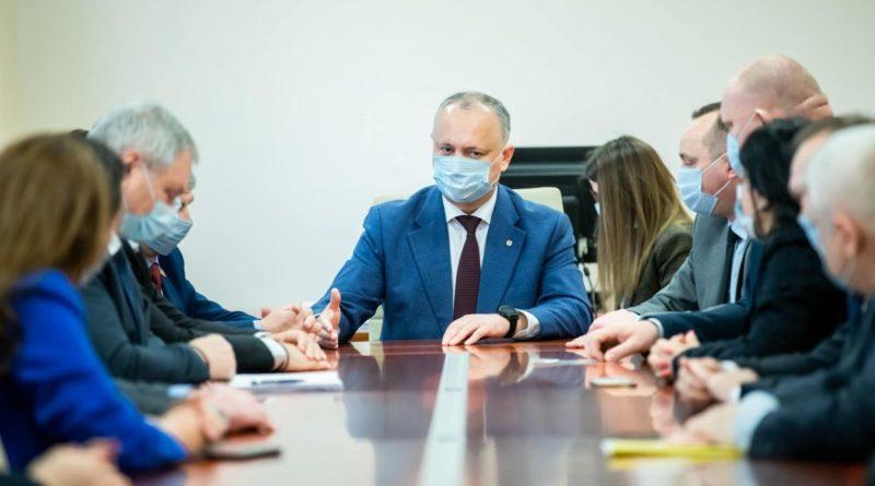 """PSRM cere demisia Maiei Sandu și organizarea alegerilor prezidențiale anticipate. Deputat PAS: """"Beți ceai și vă vaccinați! De anticipate nu scăpați"""""""