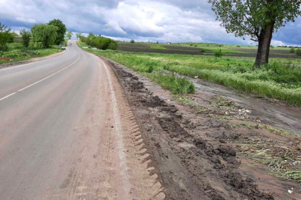 Foto /FOTO/ Mai multe drumuri din nordul țării au fost înnămolite în urma ploilor abundente 3 21.06.2021
