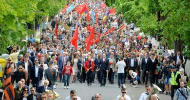 Marș pe timp de pandemie cu peste zece mii de persoane organizat de Ziua Victoriei la Chișinău