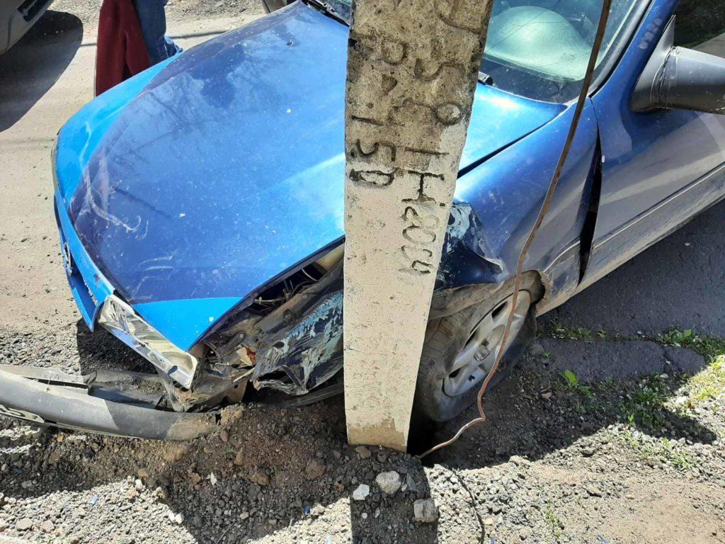 Foto /FOTO/ Un bărbat a fost transportat la spital, după ce s-a tamponat cu automobilul într-un pilon electric la Soroca 1 21.06.2021