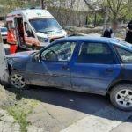 /FOTO/ Un bărbat a fost transportat la spital, după ce s-a tamponat cu automobilul într-un pilon electric la Soroca