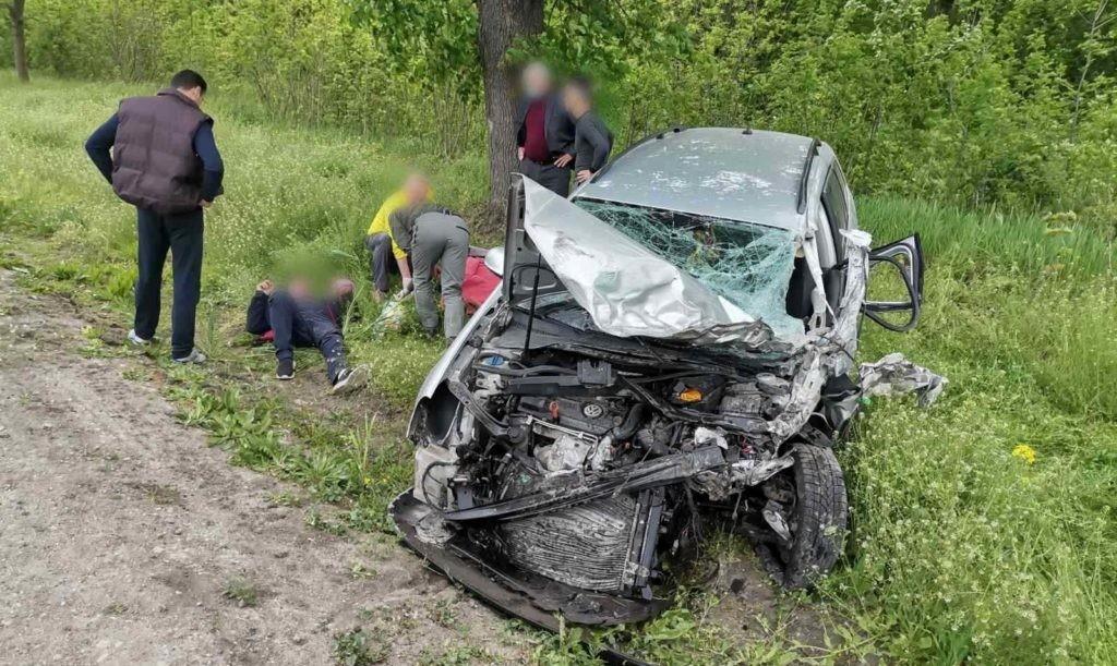 Foto Grav accident cu implicarea unui microbuz de rută în satul Elizaveta. Opt persoane au fost transportate la spital 1 18.09.2021