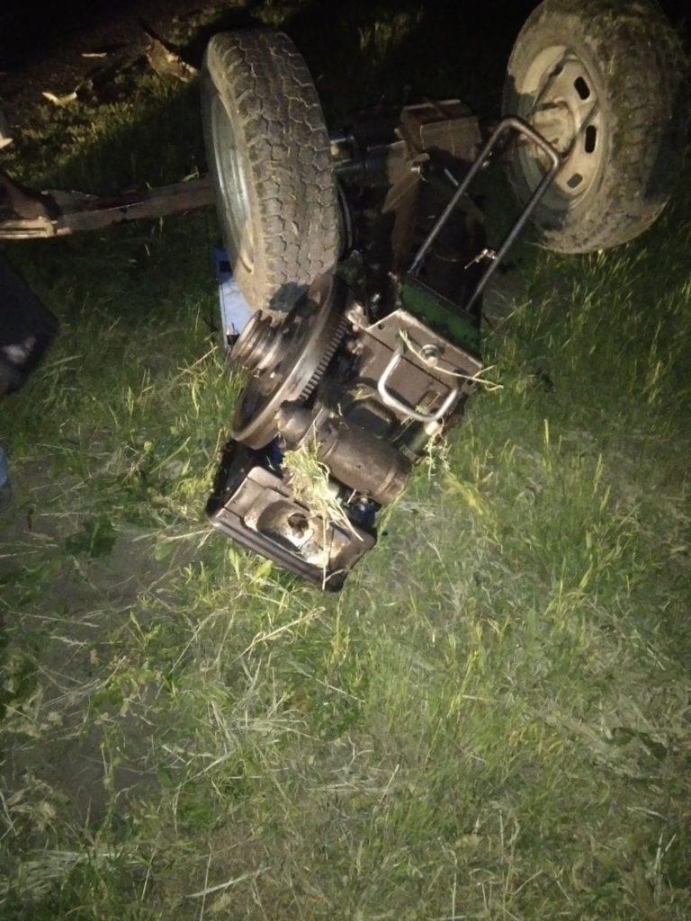 Foto Accident în raionul Soroca. Un tânăr de 22 ani a murit, iar alte trei persoane au ajuns la spital, după ce motocicleta victimei s-a lovit într-un motocultor 1 18.09.2021