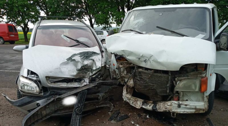 /FOTO/ Accident la centura orașului Bălți. Trei persoane au fost transportate la spital