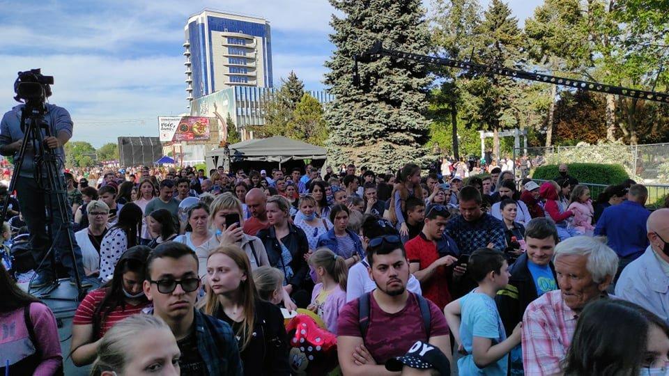 Foto /FOTO/ Mii de oameni au uitat de pandemie și s-au adunat la un concert pentru a marca hramul orașului Bălți 3 21.06.2021