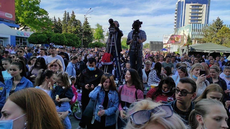 Foto /FOTO/ Mii de oameni au uitat de pandemie și s-au adunat la un concert pentru a marca hramul orașului Bălți 4 21.06.2021
