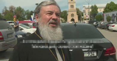 """Foto Епископ Бельцкий и Фалештский Маркелл признал, что владеет люксовым автомобилем: """"Это подарок"""" 3 29.07.2021"""