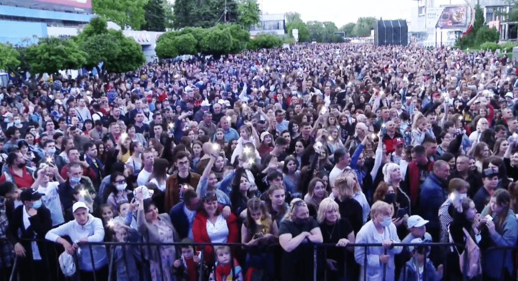 Foto /FOTO/ Mii de oameni au uitat de pandemie și s-au adunat la un concert pentru a marca hramul orașului Bălți 2 21.06.2021