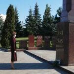 """Президент Молдовы Майя Санду почтила память """"миллионов людей, которые погибли во Второй мировой войне"""" 9 11.05.2021"""