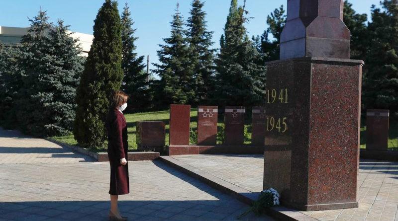 """Президент Молдовы Майя Санду почтила память """"миллионов людей, которые погибли во Второй мировой войне"""" 5 12.05.2021"""