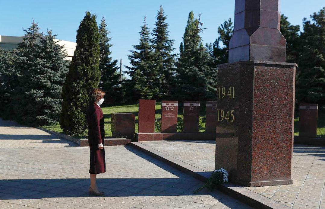 """Президент Молдовы Майя Санду почтила память """"миллионов людей, которые погибли во Второй мировой войне"""" 4 11.05.2021"""