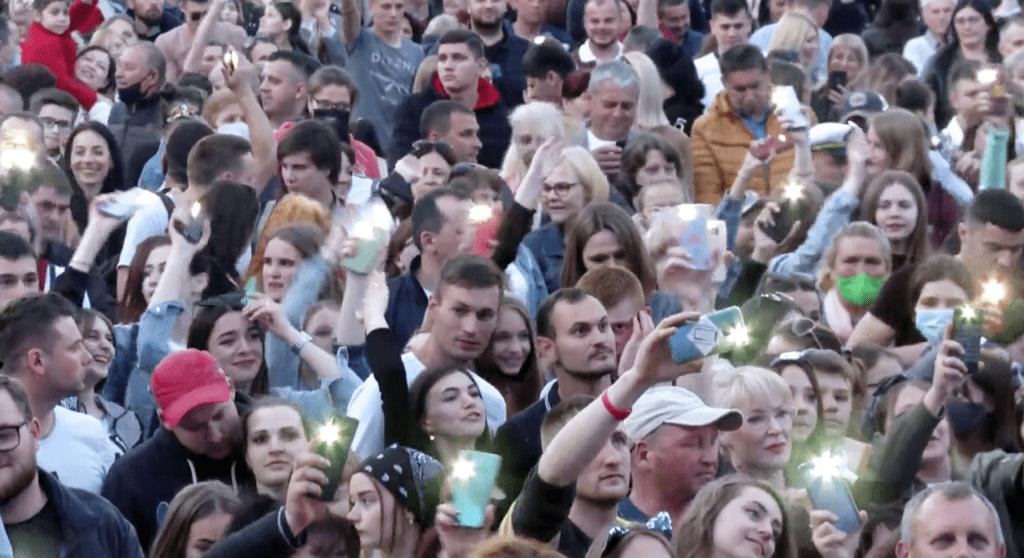Foto /FOTO/ Mii de oameni au uitat de pandemie și s-au adunat la un concert pentru a marca hramul orașului Bălți 1 21.06.2021