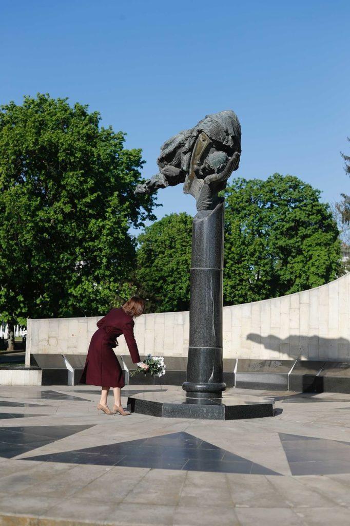 """Foto Президент Молдовы Майя Санду почтила память """"миллионов людей, которые погибли во Второй мировой войне"""" 5 21.06.2021"""
