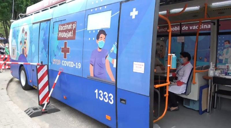 Foto По Кишиневу начинает ездить троллейбус с вакцинами от COVID-19 1 22.09.2021
