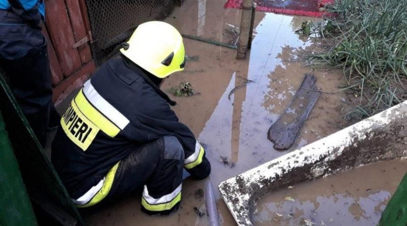 Mai multe gospodării din raioanele Edineț și Florești au fost inundate din cauza precipitațiilor abundente