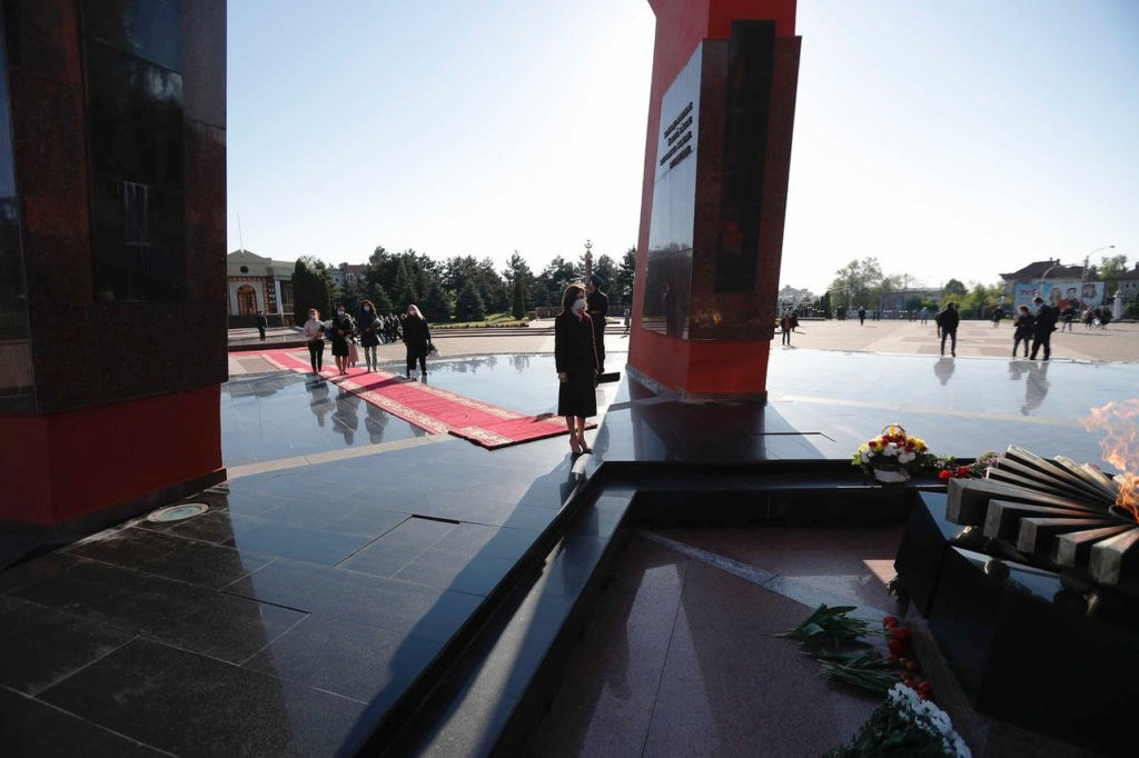 """Foto Президент Молдовы Майя Санду почтила память """"миллионов людей, которые погибли во Второй мировой войне"""" 2 21.06.2021"""
