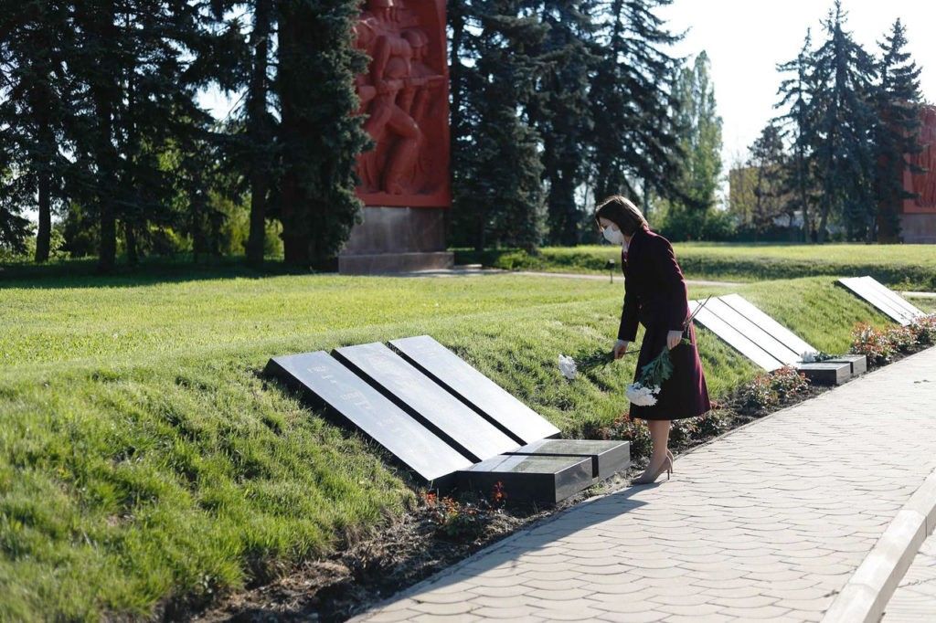 """Foto Президент Молдовы Майя Санду почтила память """"миллионов людей, которые погибли во Второй мировой войне"""" 4 21.06.2021"""