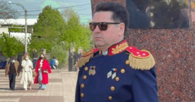 Foto Deputatul socialist Ştefan Gaţcan surprins în uniformă militară la parada din 9 mai, deși nu a făcut armata 1 21.06.2021