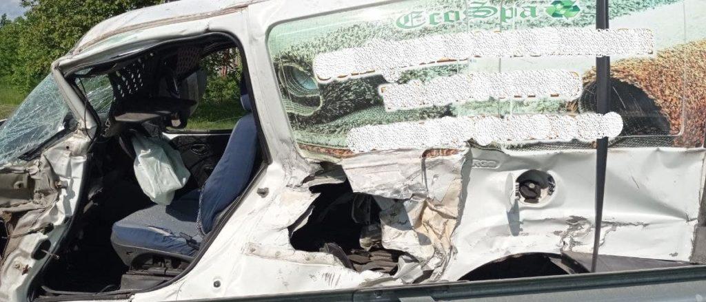 Foto /FOTO/ Accident violent în raionul Briceni. Un bărbat și un minor la un pas de moarte 3 21.06.2021