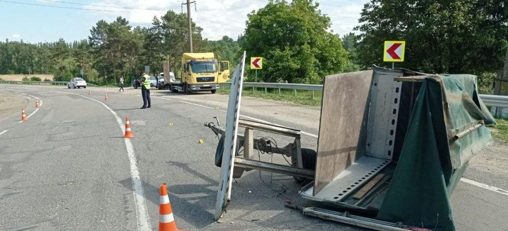 Foto /FOTO/ Accident violent în raionul Briceni. Un bărbat și un minor la un pas de moarte 4 21.06.2021