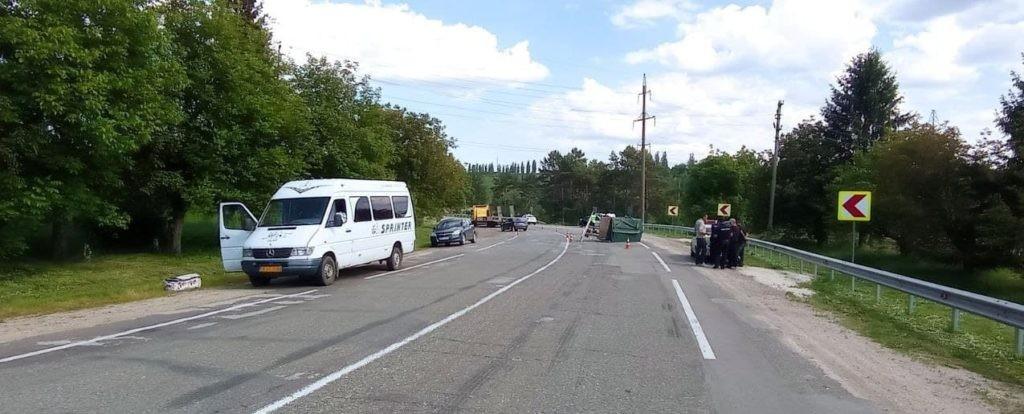 Foto /FOTO/ Accident violent în raionul Briceni. Un bărbat și un minor la un pas de moarte 5 21.06.2021