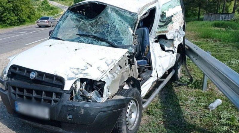 /FOTO/ Accident în raionul Briceni. Un bărbat și un minor au fost la un pas de moarte