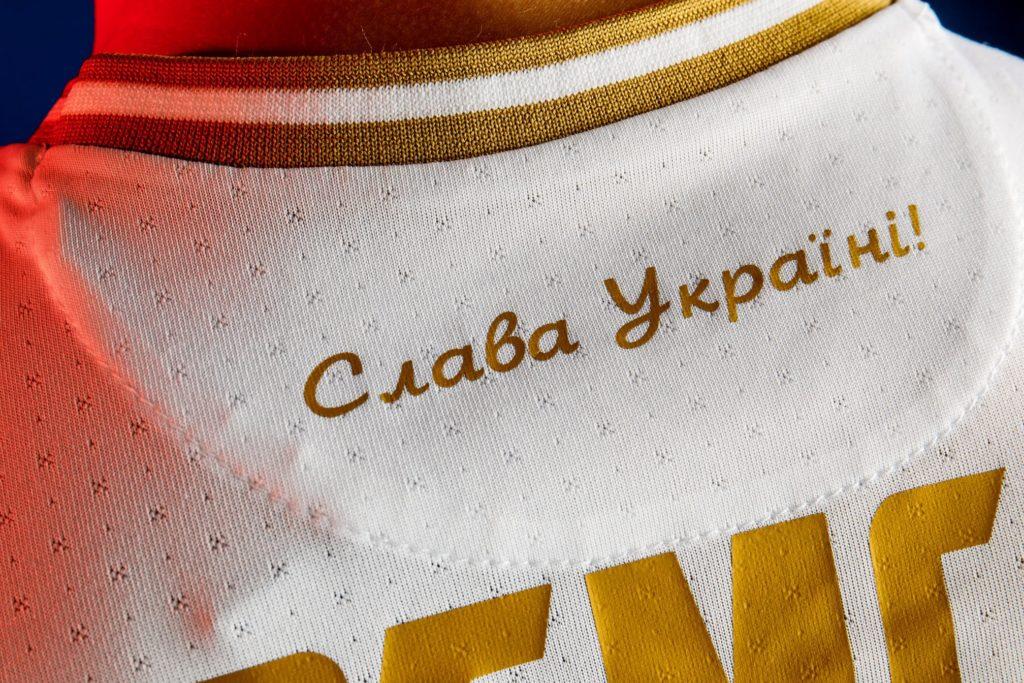 Foto Сборная Украины представила форму для Евро-2020: На майках видны очертания Крыма и надпись «Героям слава!» 2 21.06.2021