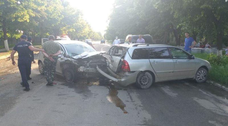 Un bărbat în stare de ebrietate a provocat un accident rutier în orașul Sângerei, după ce a încercat să scape de urmărirea polițiștilor