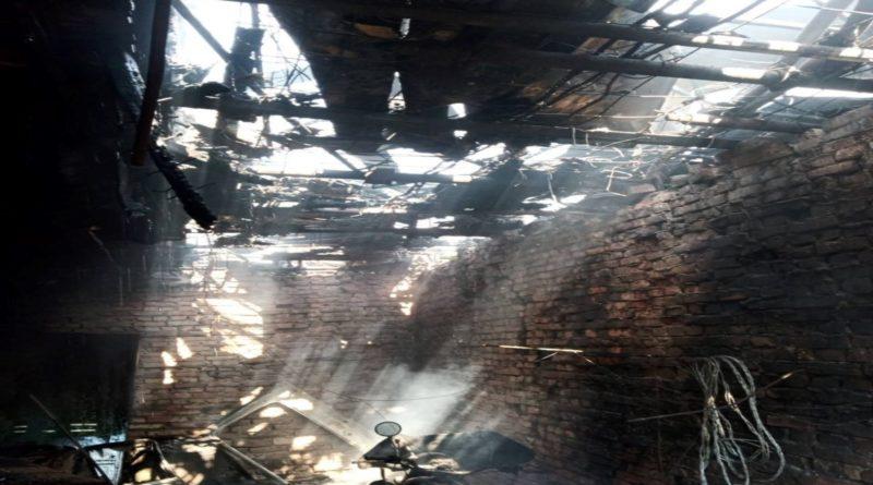 /FOTO/ Incendiu în raionul Râșcani. O femeie a intrat în stare de șoc, după ce casa i-a fost mistuită de flăcări