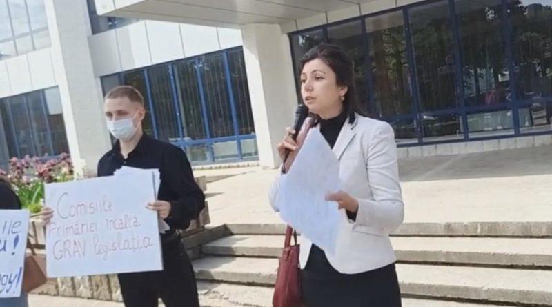 Foto Бельцкие активисты обвинили муниципальный совет Бэлць: «Они просто куклы, и голосуют за то, что уже было сделано» 1 17.10.2021