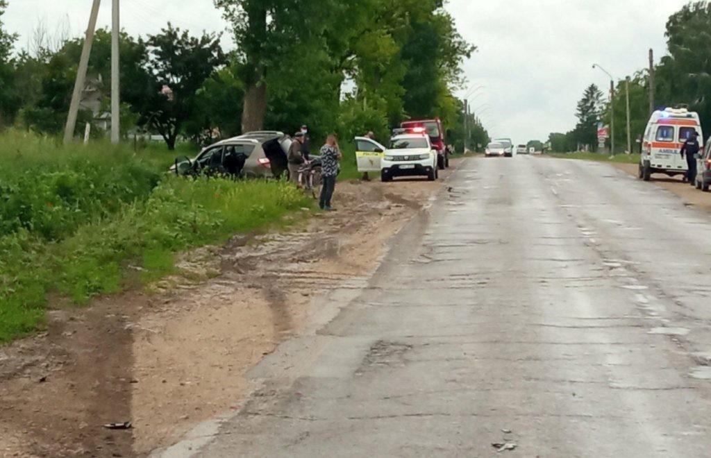 Foto /FOTO/ Accident matinal în raionul Sângerei. O tânără de 21 ani a fost transportată la spital 1 26.10.2021