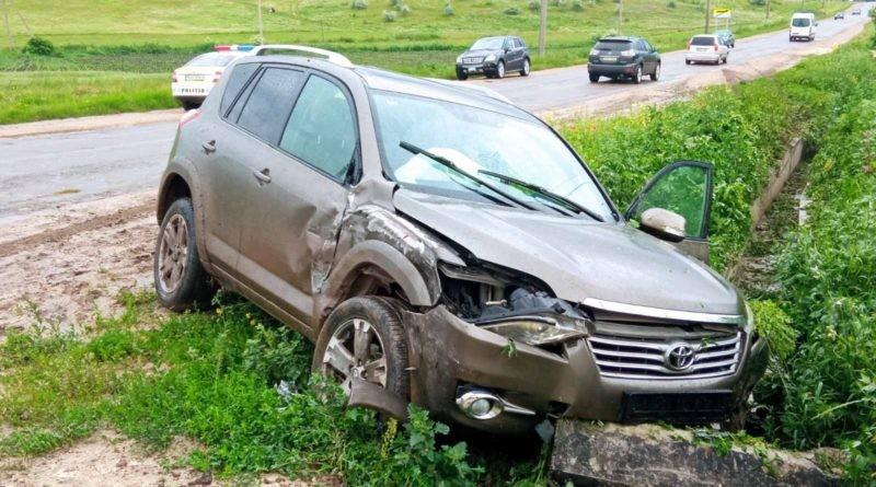 /FOTO/ Accident matinal în raionul Sângerei. O tânără de 21 ani a fost transportată la spital
