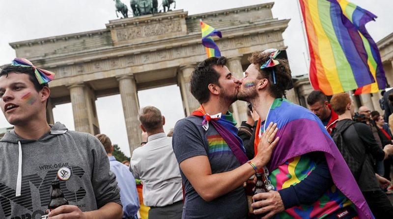 Foto Венгерский парламент одобрил закон, запрещающий пропаганду ЛГБТ в школах 1 28.07.2021