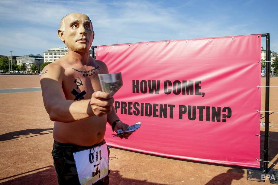 """Foto """"Путин"""" с наколкой Сталина пришел на митинг в поддержку Навального в Женеве 7 28.07.2021"""
