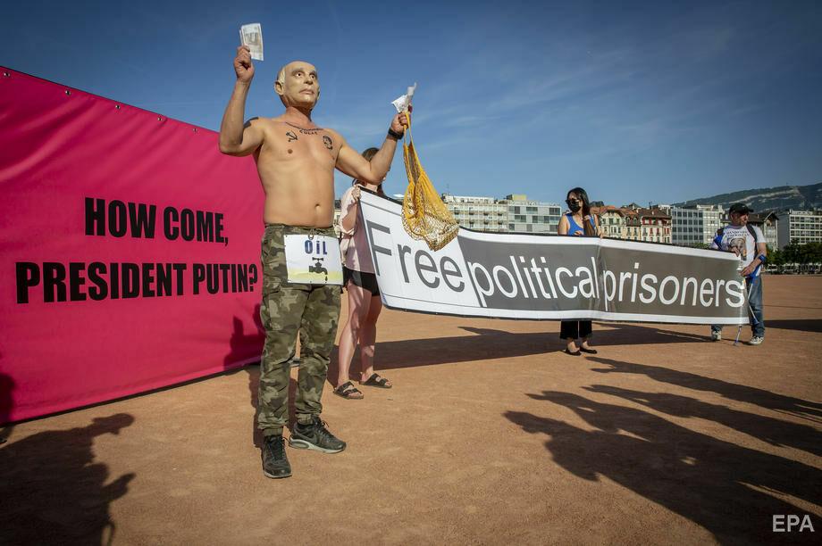 """Foto """"Путин"""" с наколкой Сталина пришел на митинг в поддержку Навального в Женеве 4 28.07.2021"""